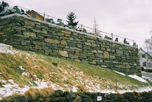 Same muren som ovanfor, sett frå ein annan vinkel.
